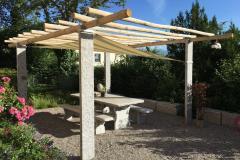 Pergola-Sonnensegel-kastanienholz